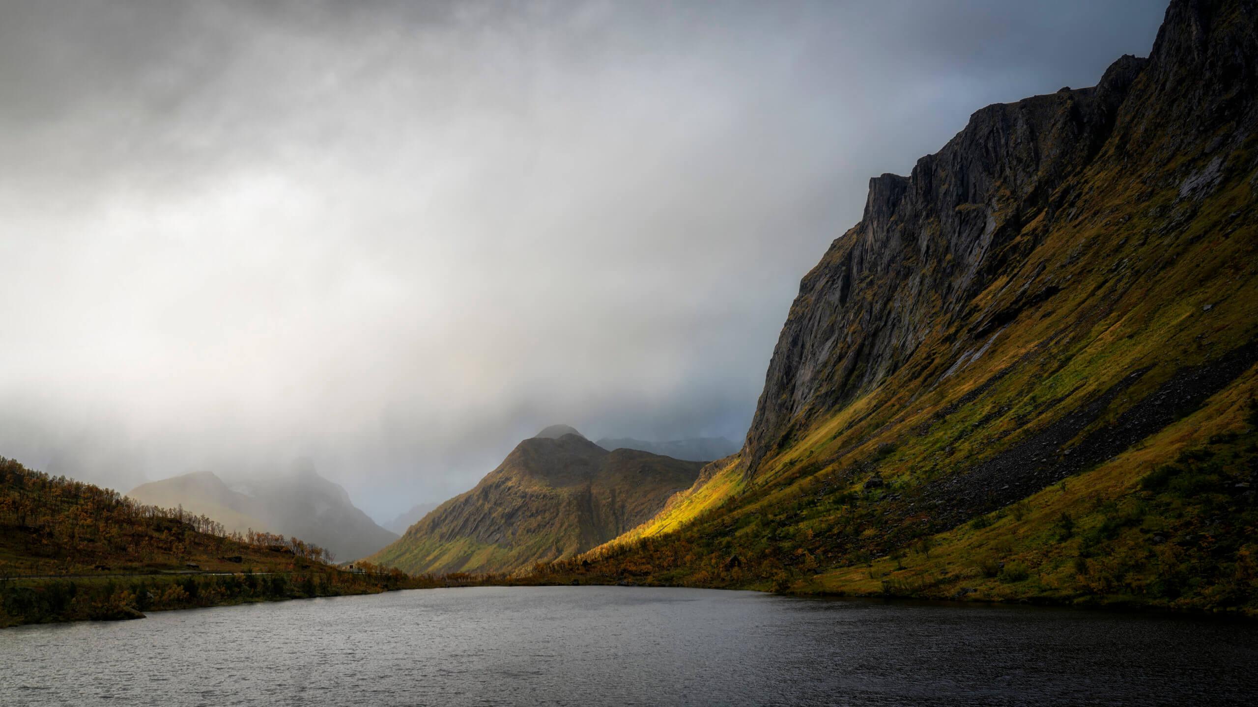 Mountains of Senja - Tungeneset - Joakim Jormelin